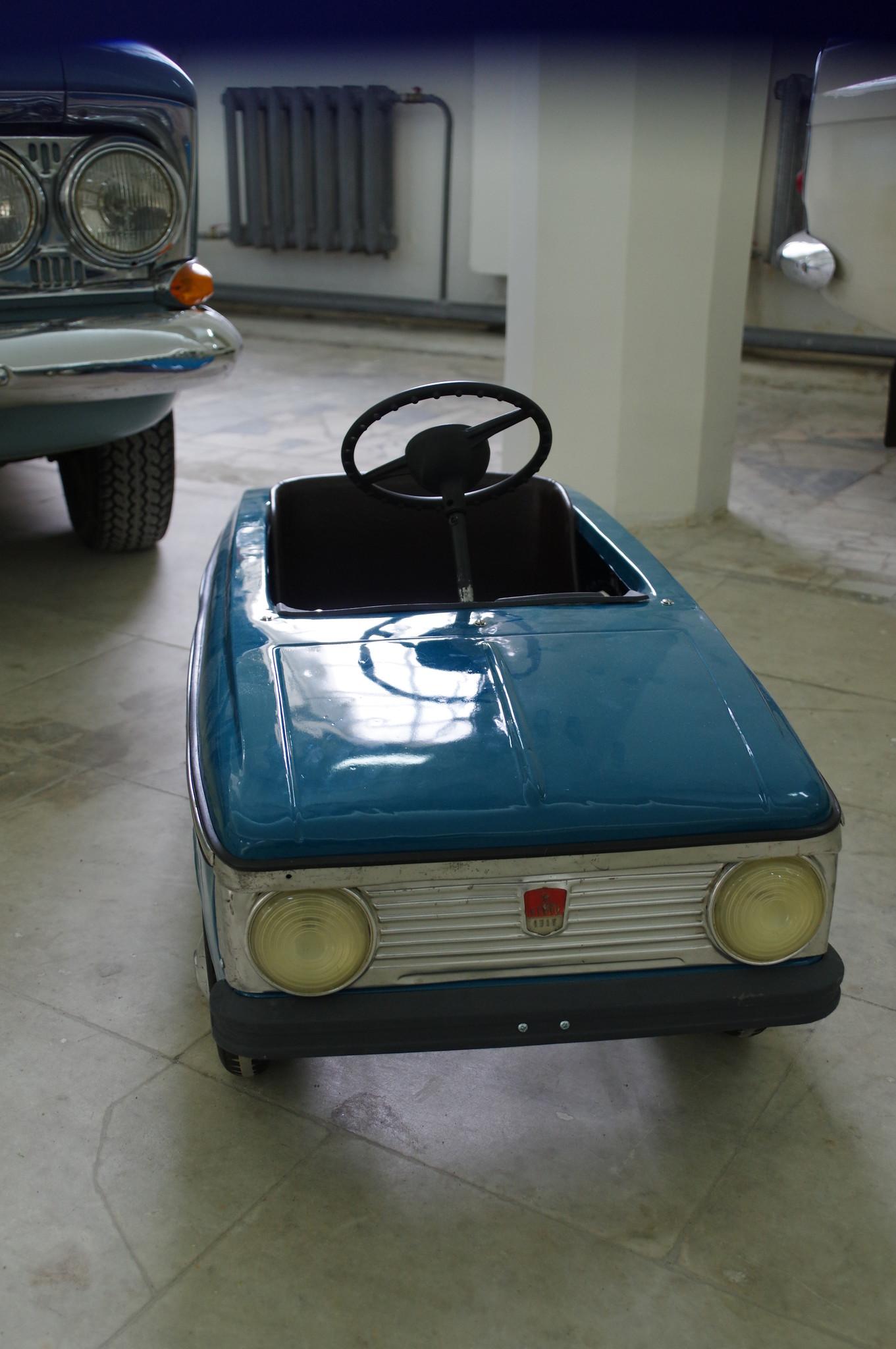 Педальный автомобиль «Москвич»