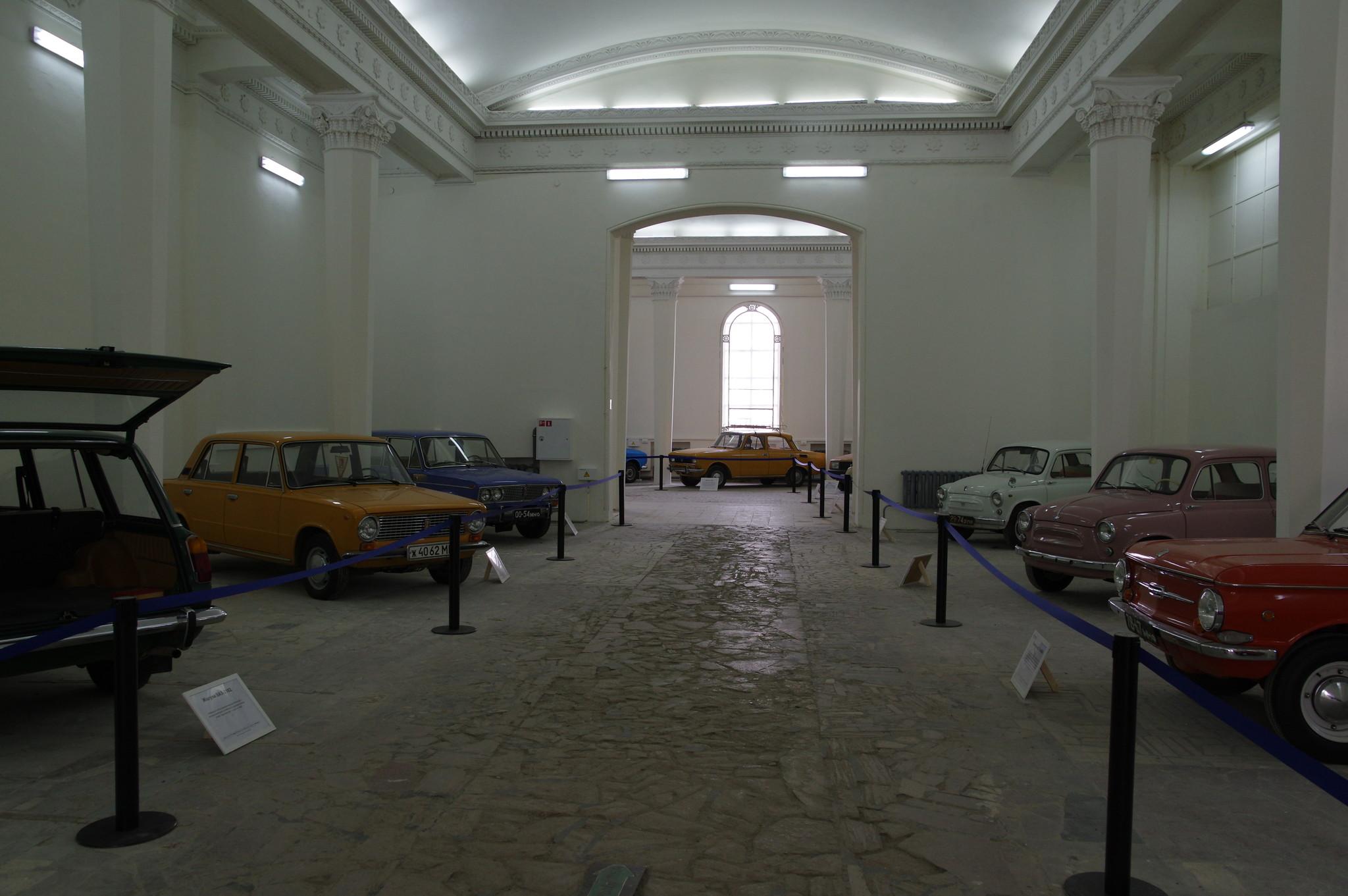 Выставка «Машины нашего двора» в павильоне №2 ВДНХ
