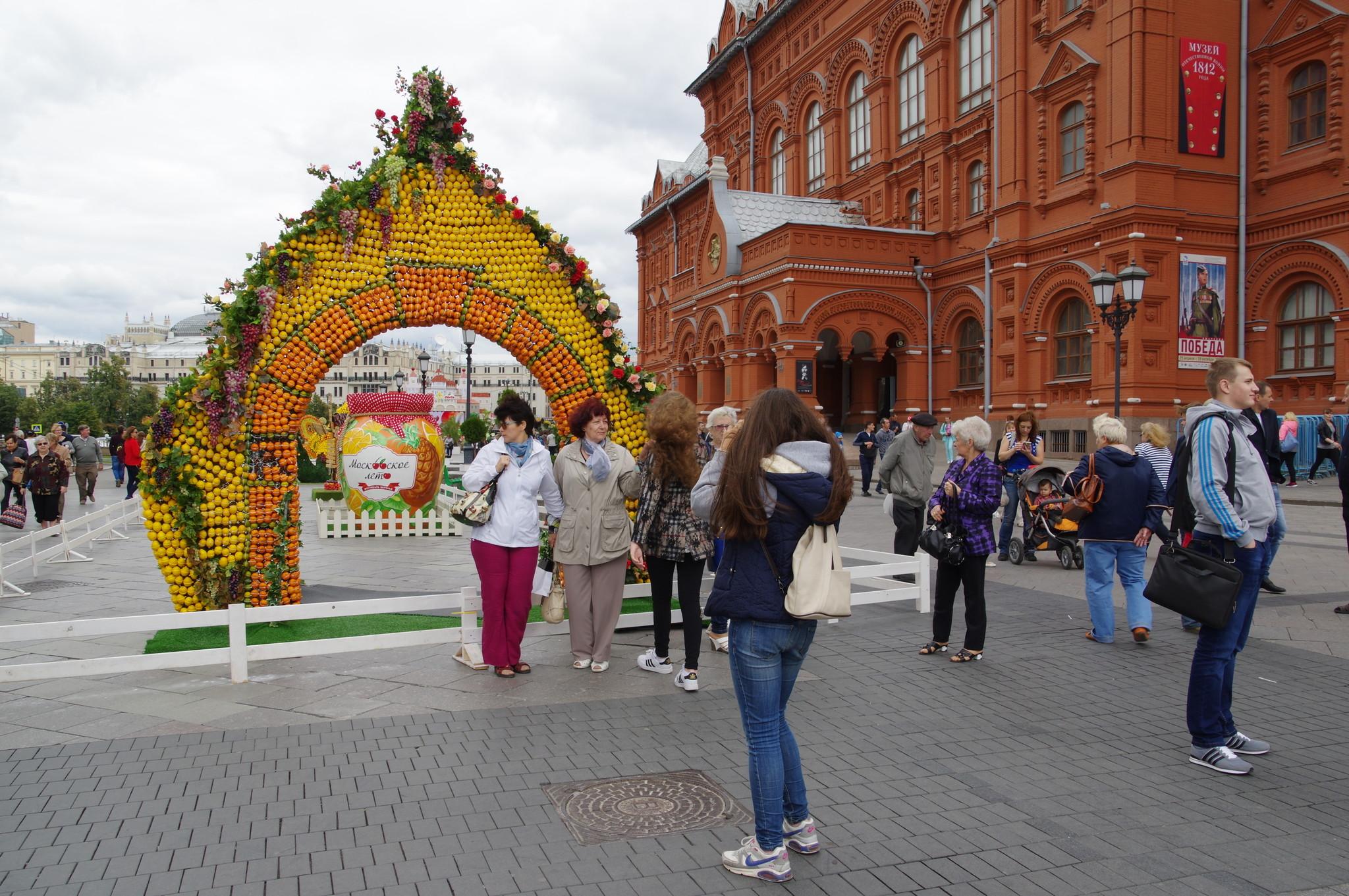 Городской праздник «Московского лето. Фестиваль варенья» на Манежной площади