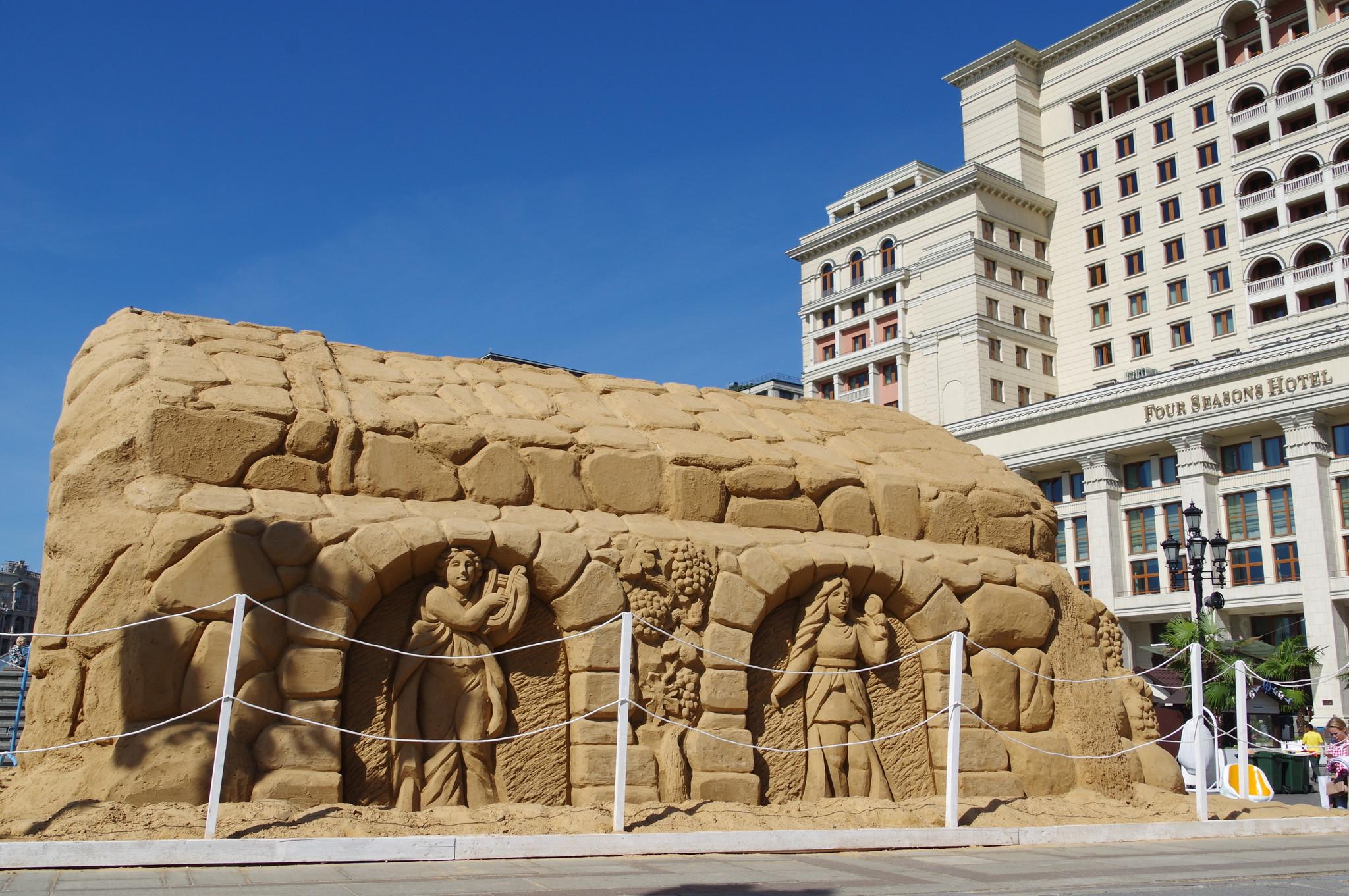 Песчаный грот на «Сочной набережной» (Манежная площадь)