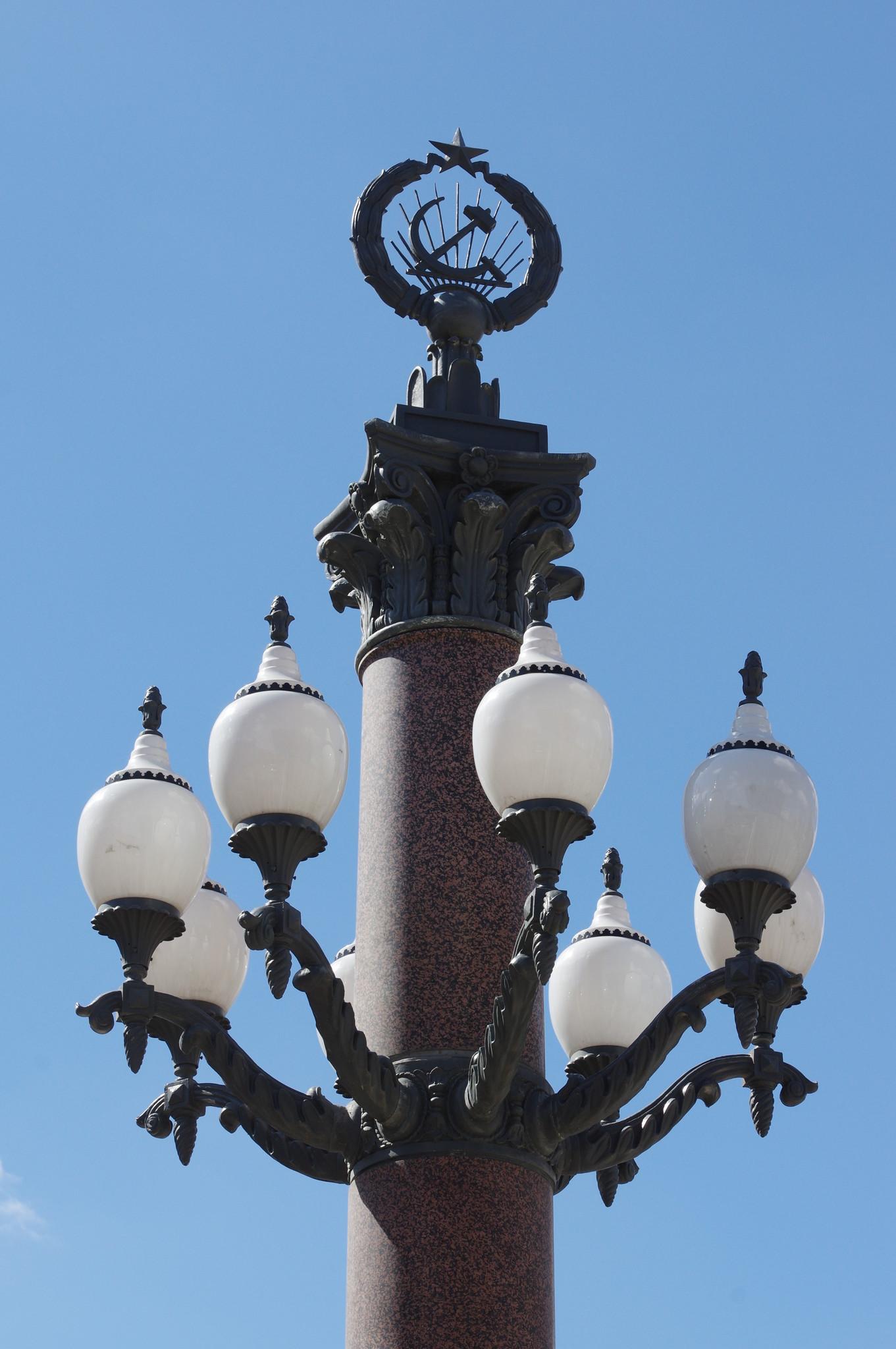 Электрические фонари на Пушкинской площади
