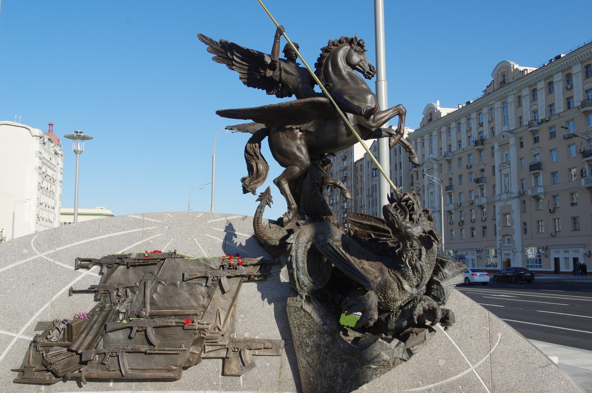 Памятник Михаилу Тимофеевичу Калашникову в Москве