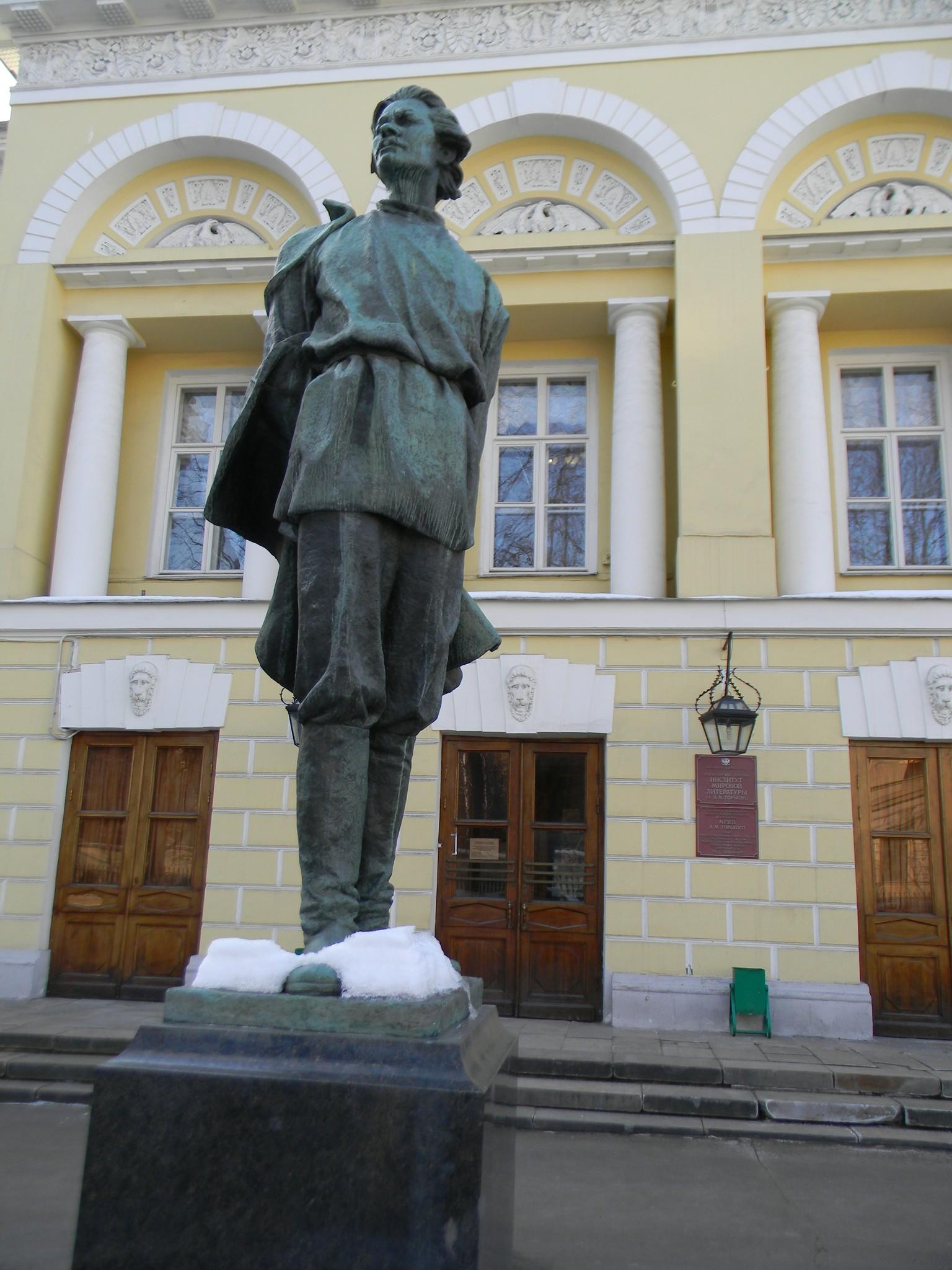Памятник Максиму Горькому (Москва, улица Поварская, дом 25а)