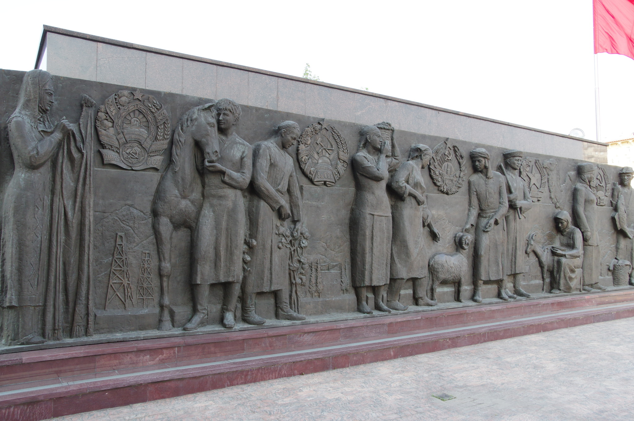 Монумент «Рабочий и колхозница»