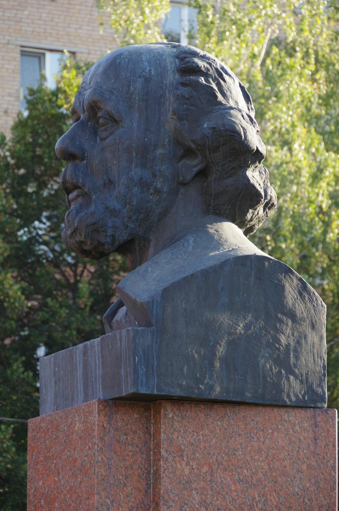 Памятник Константину Эдуардовичу Циолоковскому в городе Долгопрудном