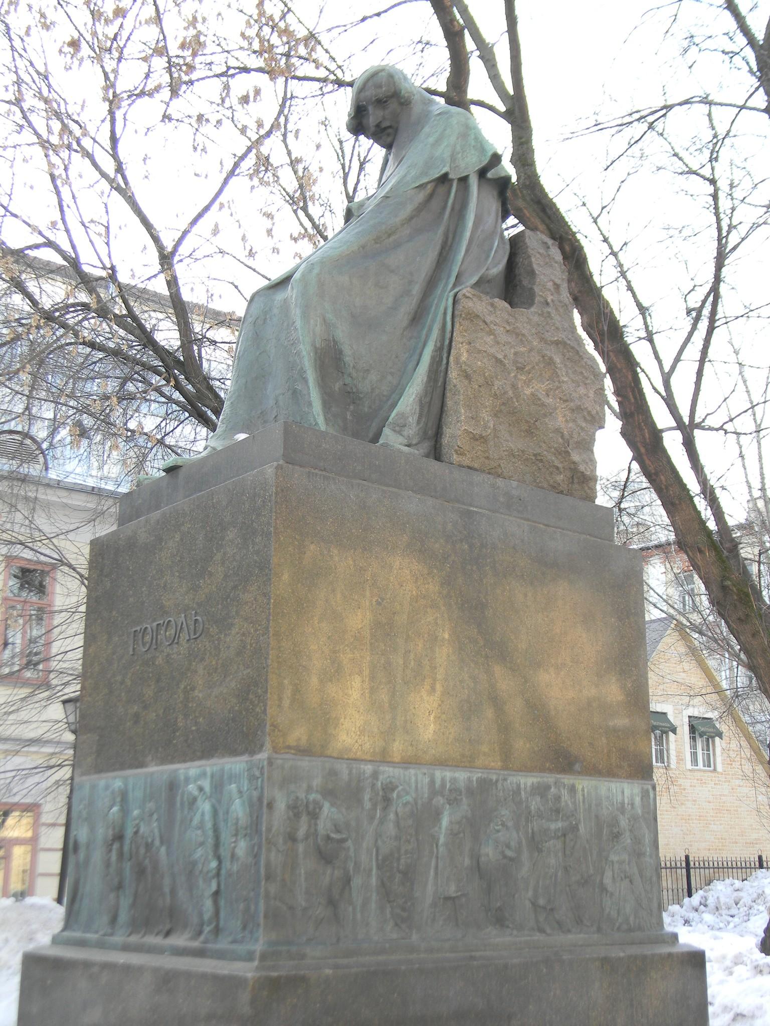 Памятник Н.В. Гоголю на Никитском бульваре
