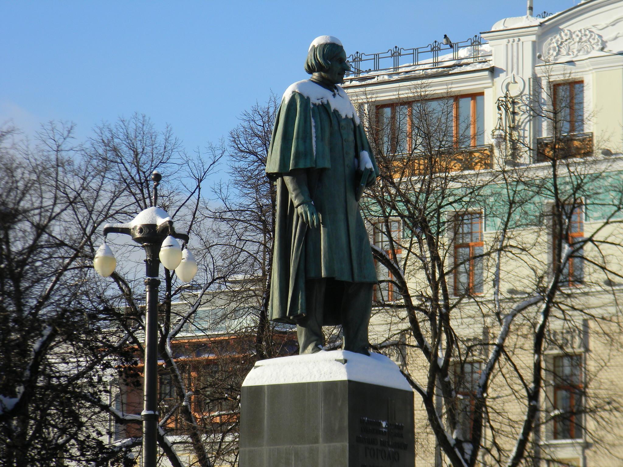 Памятники писателю Николаю Васильевичу Гоголю на Гоголевском бульваре