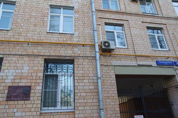 Москва, улица Черняховского, дом 4. В этом доме с 1956 года по 1974 год жил поэт, сценарист, драматург, автор и исполнитель песен Александр Аркадьевич Галич