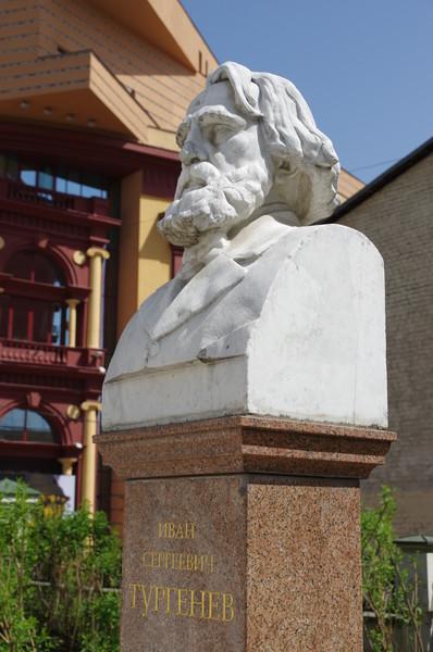Памятник Ивану Сергеевичу Тургеневу в Москве (Бобров переулок, дом 6)