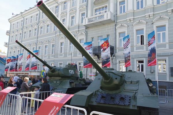 Самоходная артиллерийская установка СУ-100 и средний танк Т-34-85