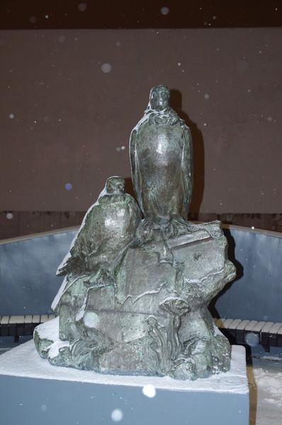Скульптура у Центрального Дома Работников Искусств (Пушечная улица, дом 9)