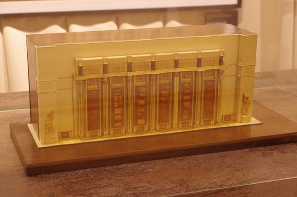 Д.Ф. Фридман (мастерская) Проект центральной подстанции метрополитена, ул. Герцена (ныне ул. Большая Никитская). Начало 1930-х. Модель Дерево, пластилин, целлулоид, шпон, бумага, гравировка, раскраска
