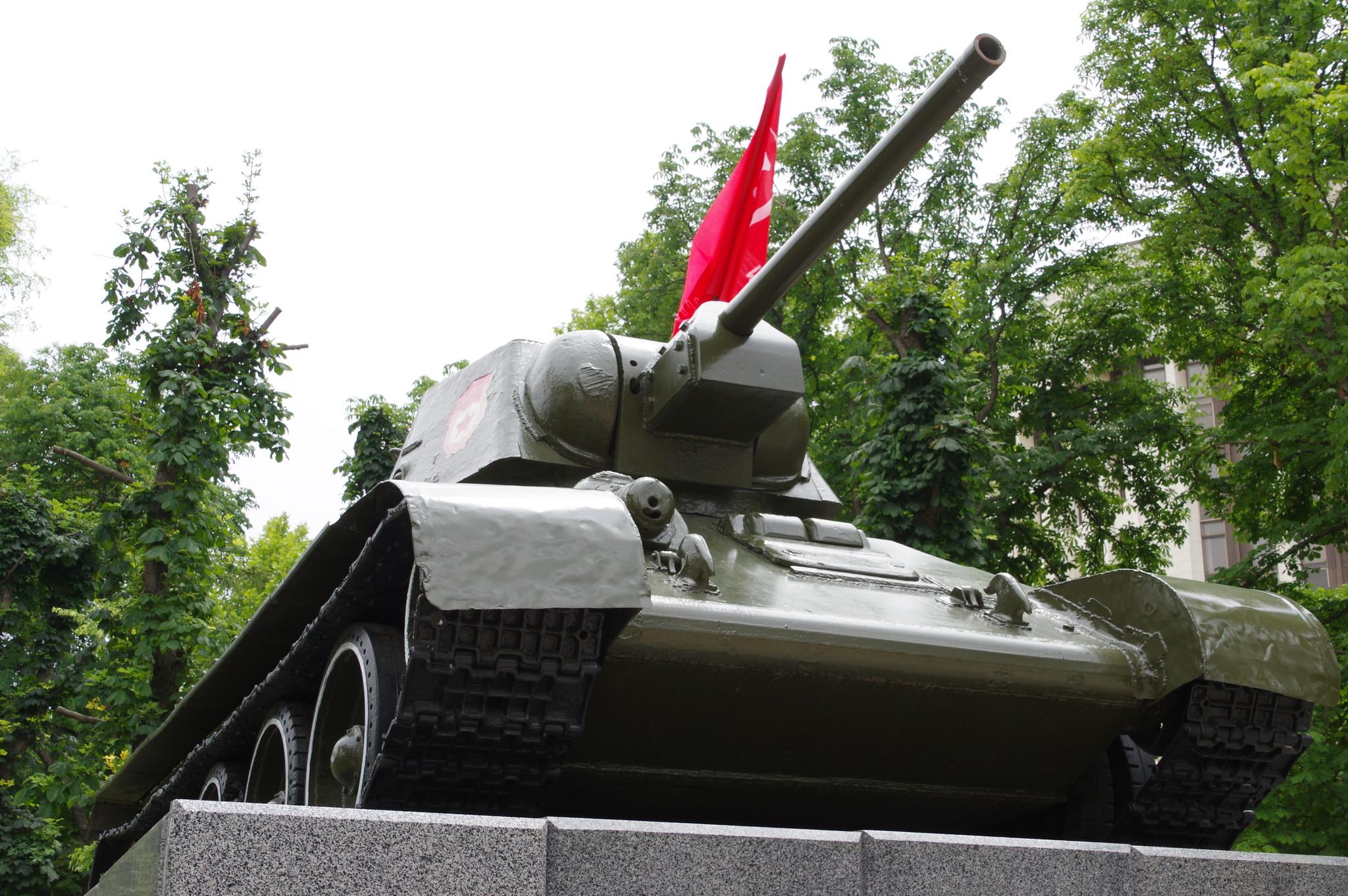 анк ОТ-34 с бортовым номером 201 в Сквере Победы города Симферополь