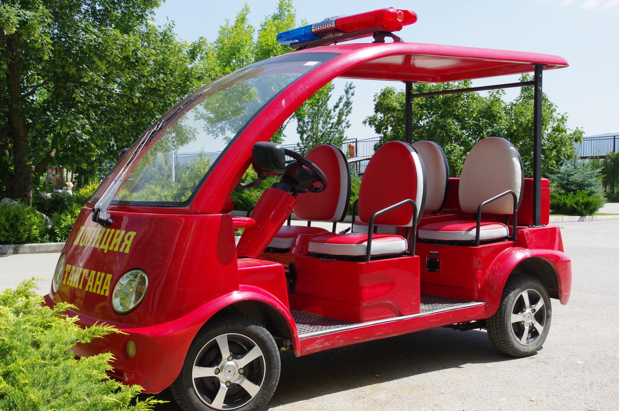 Автомобиль полиции сафари-парка «Тайган»