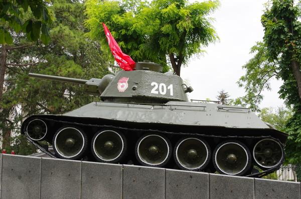Танк ОТ-34 с бортовым номером 201