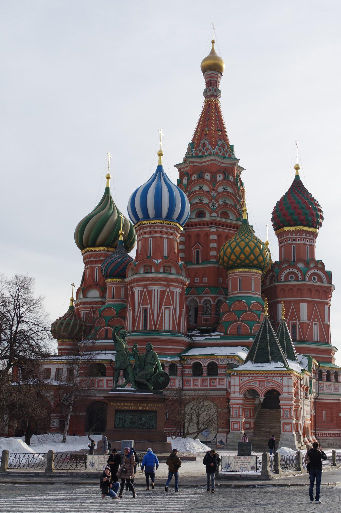 Памятник Минину и Пожарскому перед Собором Василия Блаженного на Красной площади