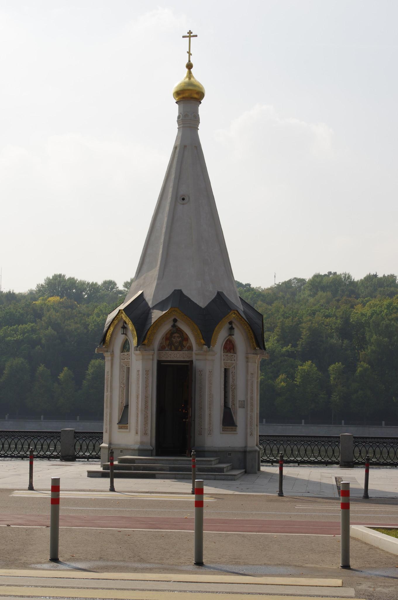 Церковь-часовня Владимира Равноапостольного на Лужнецкой набережной