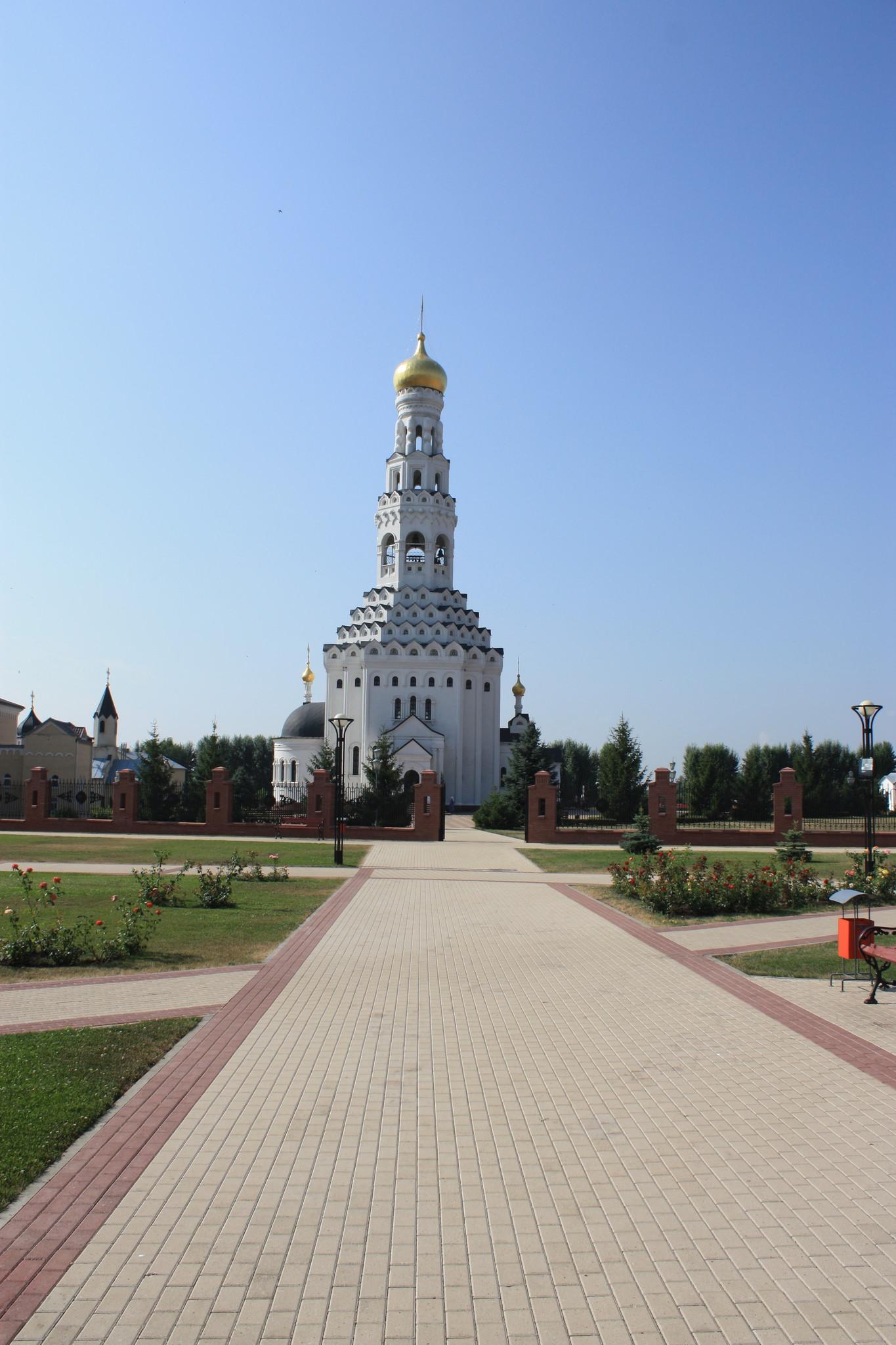 Храм Святых Апостолов Петра и Павла в память о погибших в танковом сражении под Прохоровкой