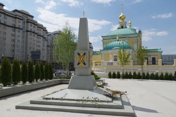 Обелиск в честь героев-преображенцев защищавших Отечество, возведённый на площади у храма Преображения Господня