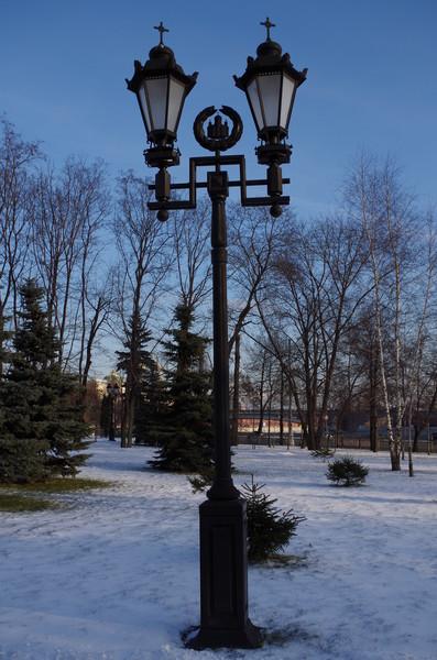 Электрические фонари у Храма Христа Спасителя