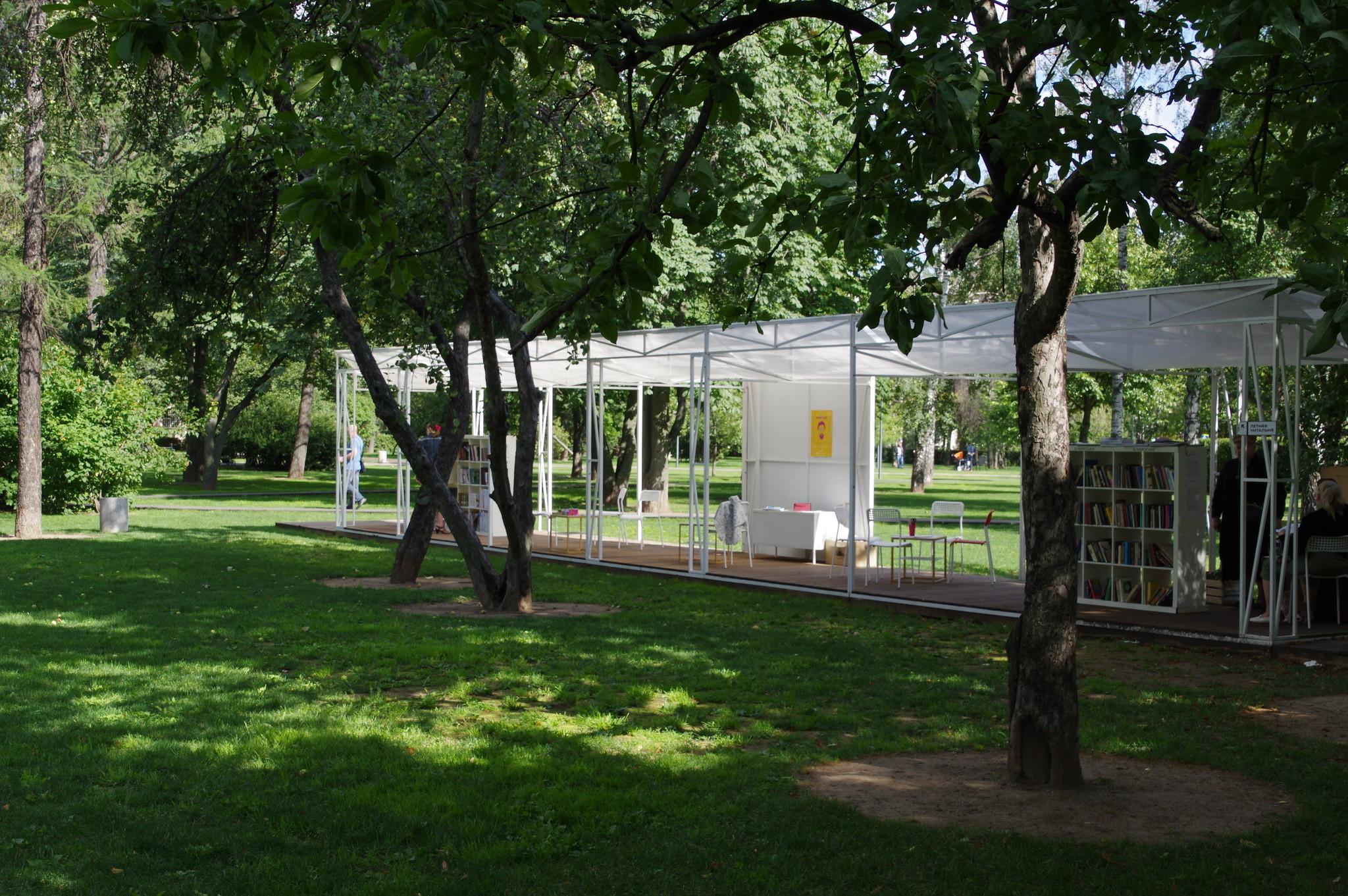 Летняя читальня Гончаровского парка