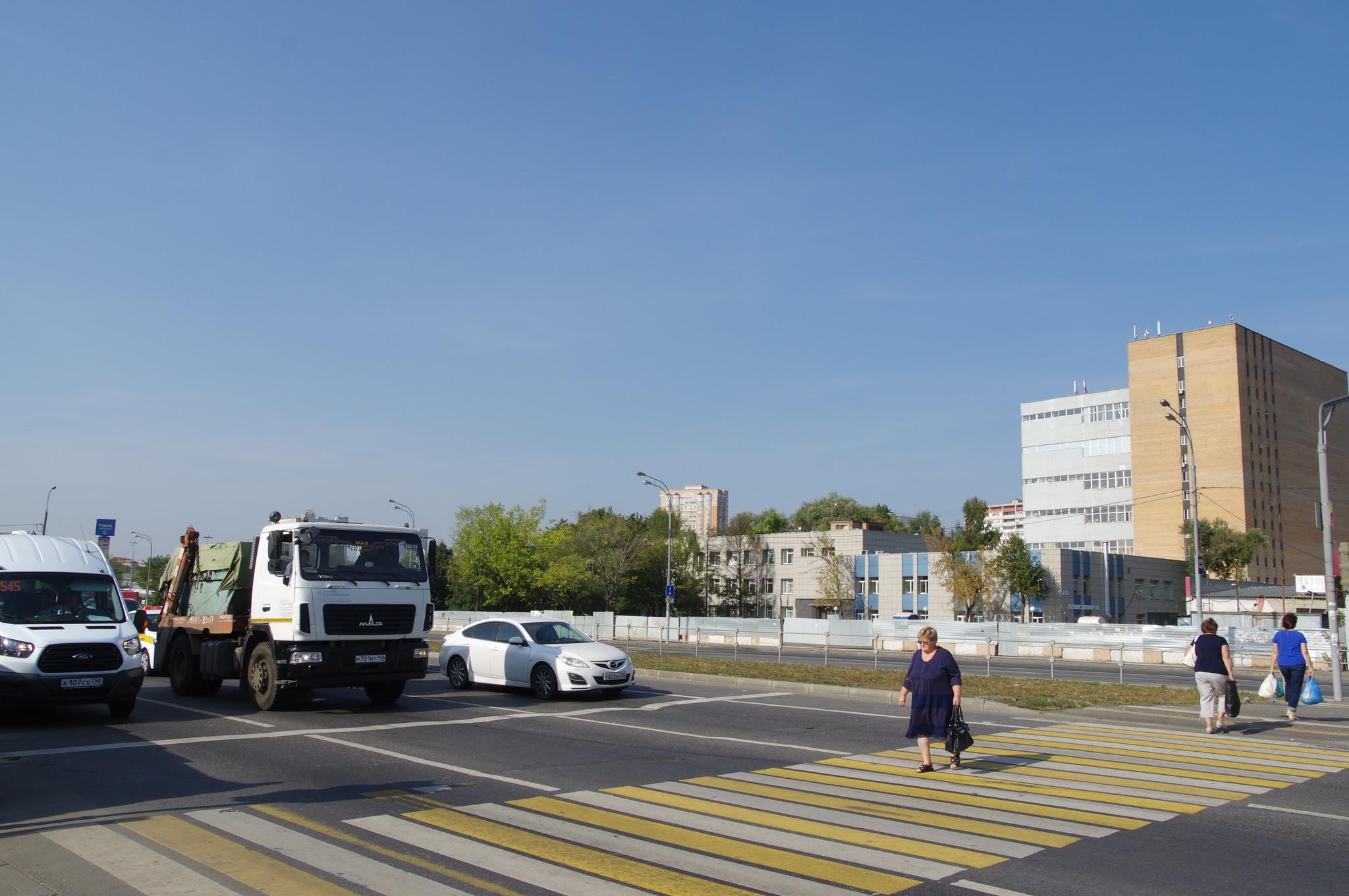 Переход через Лианозовский проезд у платформы Лианозово