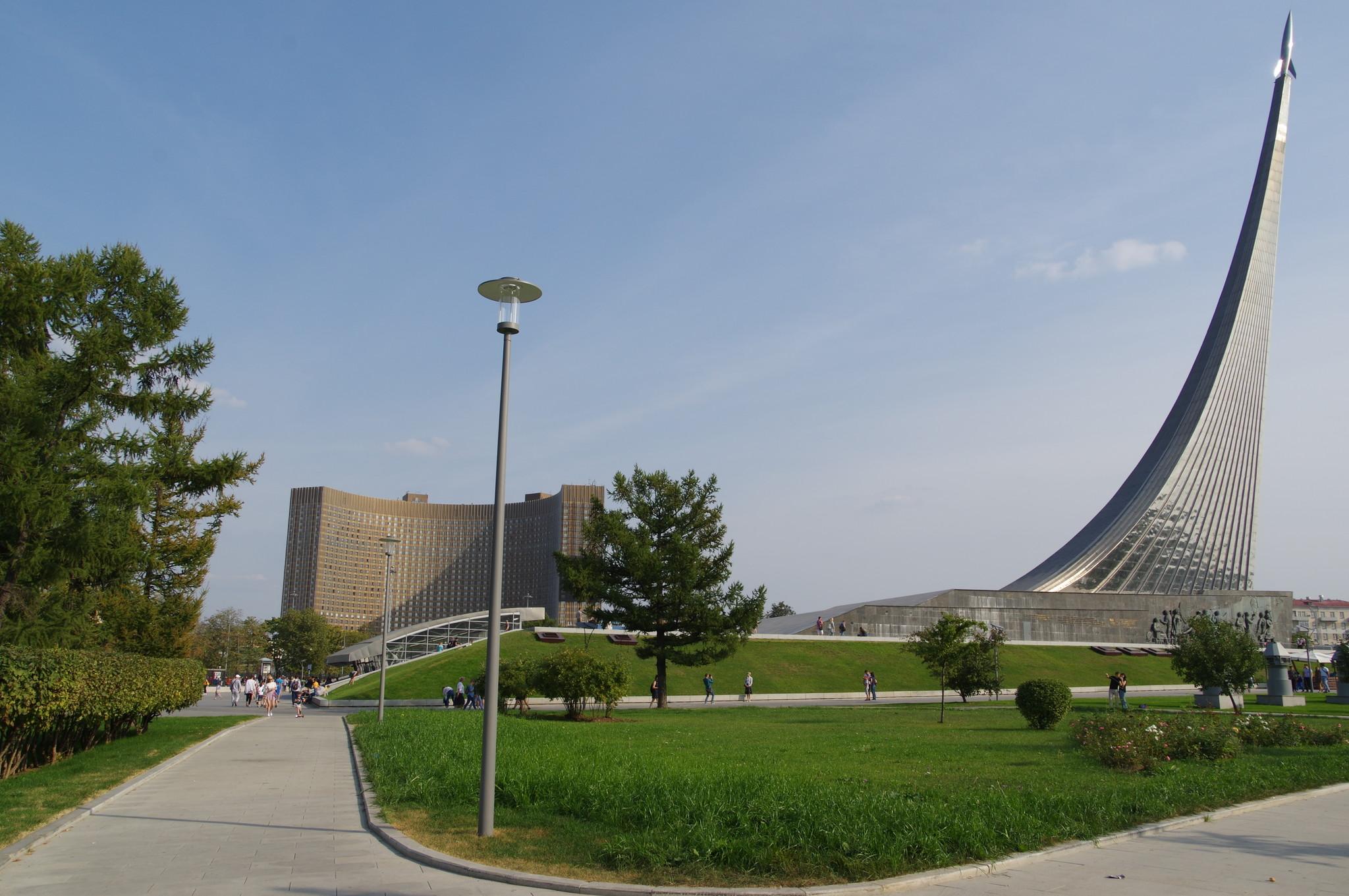 Монумент «Покорителям космоса» и Музей космонавтики