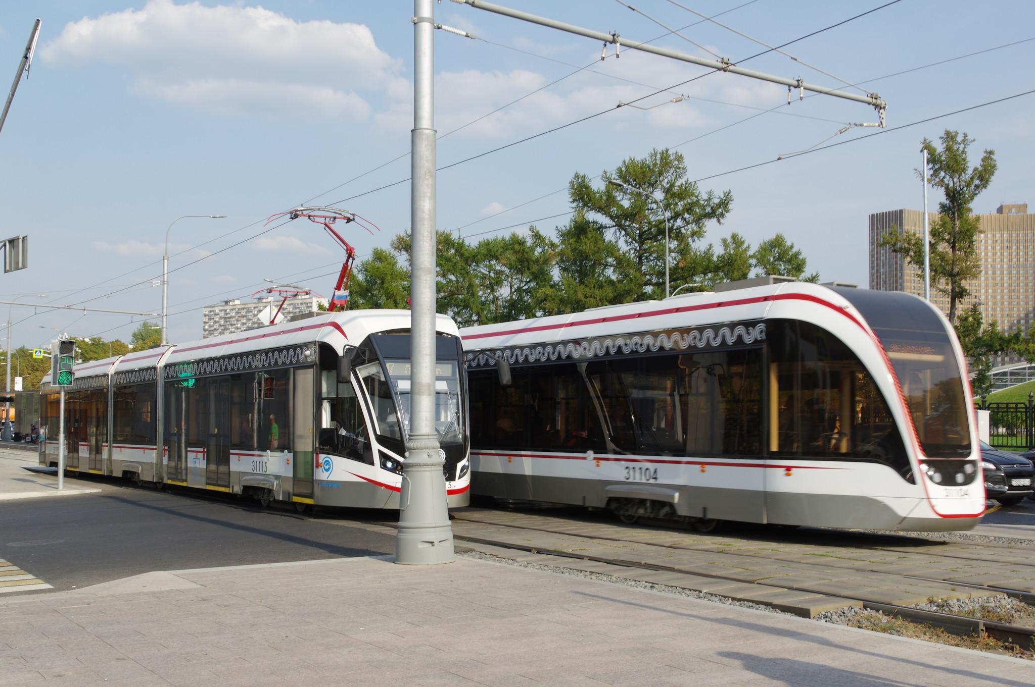 Трёхсекционные трамваи 71-931М «Витязь-М» на маршруте № 17
