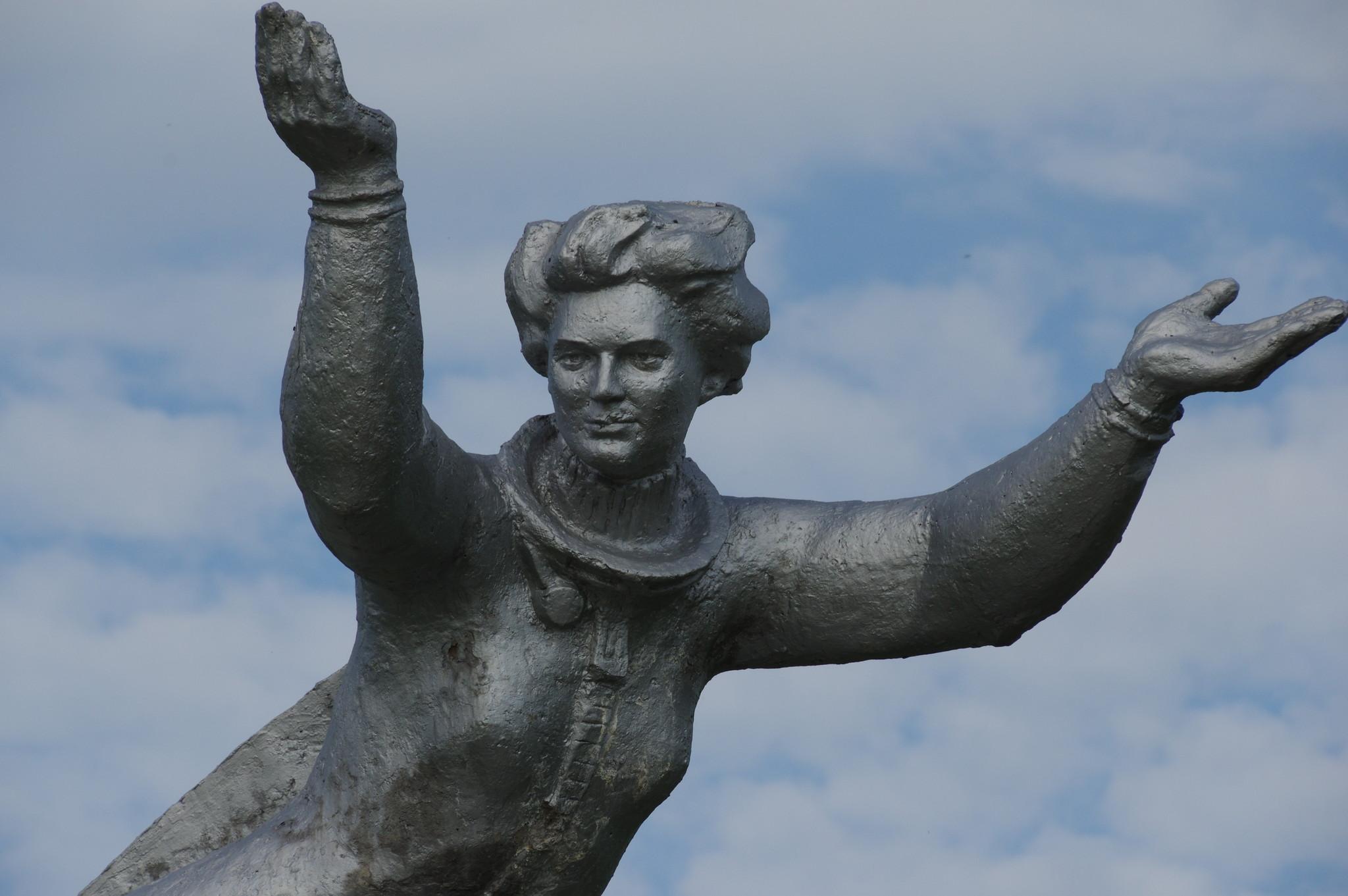 Памятник Валентине Терешковой в Баевском районе Алтайского края неподалёку от места приземления первой женщины-космонавта