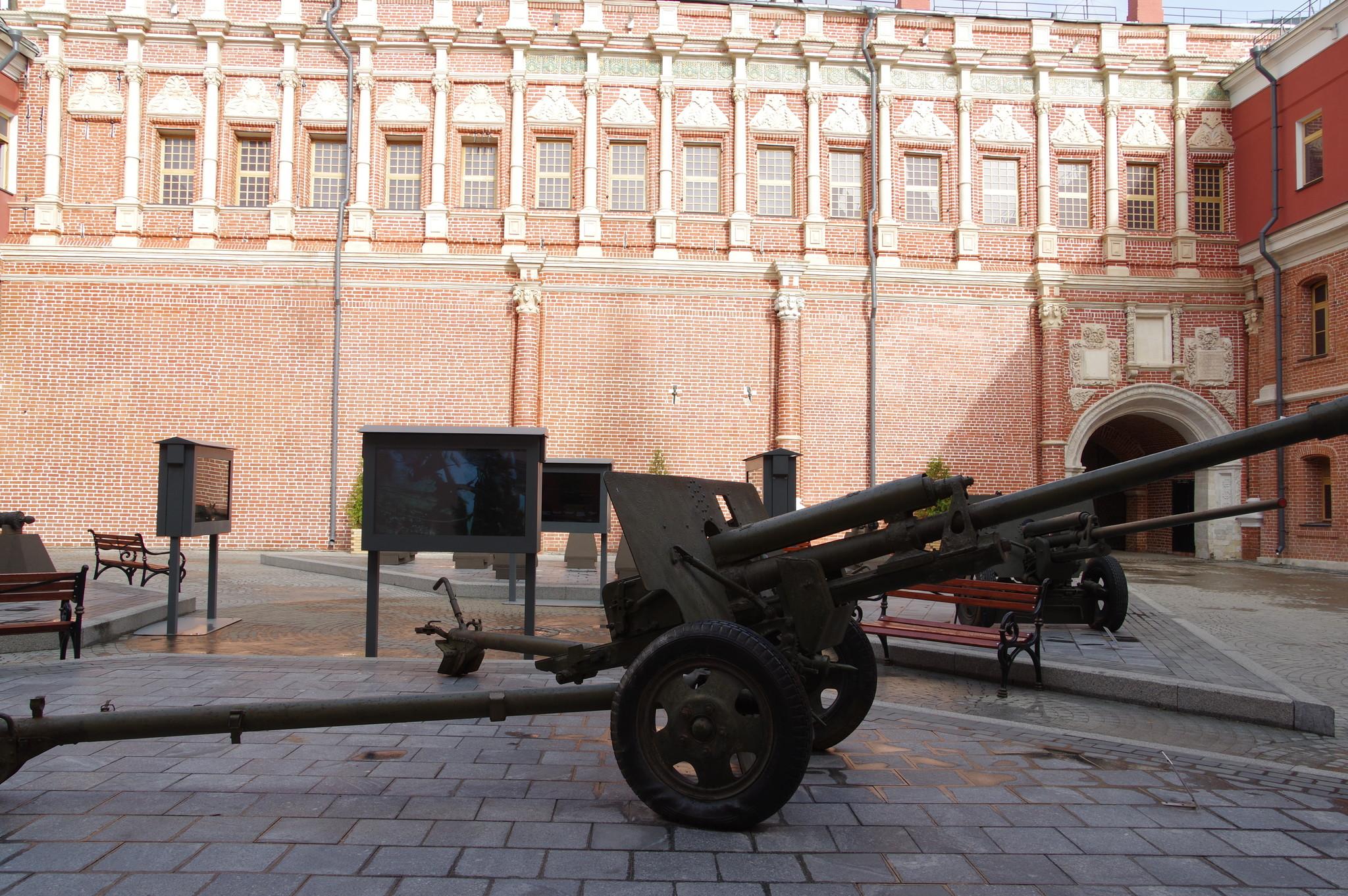 76-мм дивизионная пушка образца 1942 года (ЗИС-3) в экспозиции Исторического музея «Артиллерийский двор»
