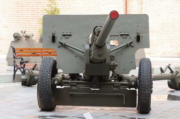 57-мм противотанковая пушка обр. 1943 г. (ЗИС-2) в экспозиции Исторического музея «Артиллерийский двор»
