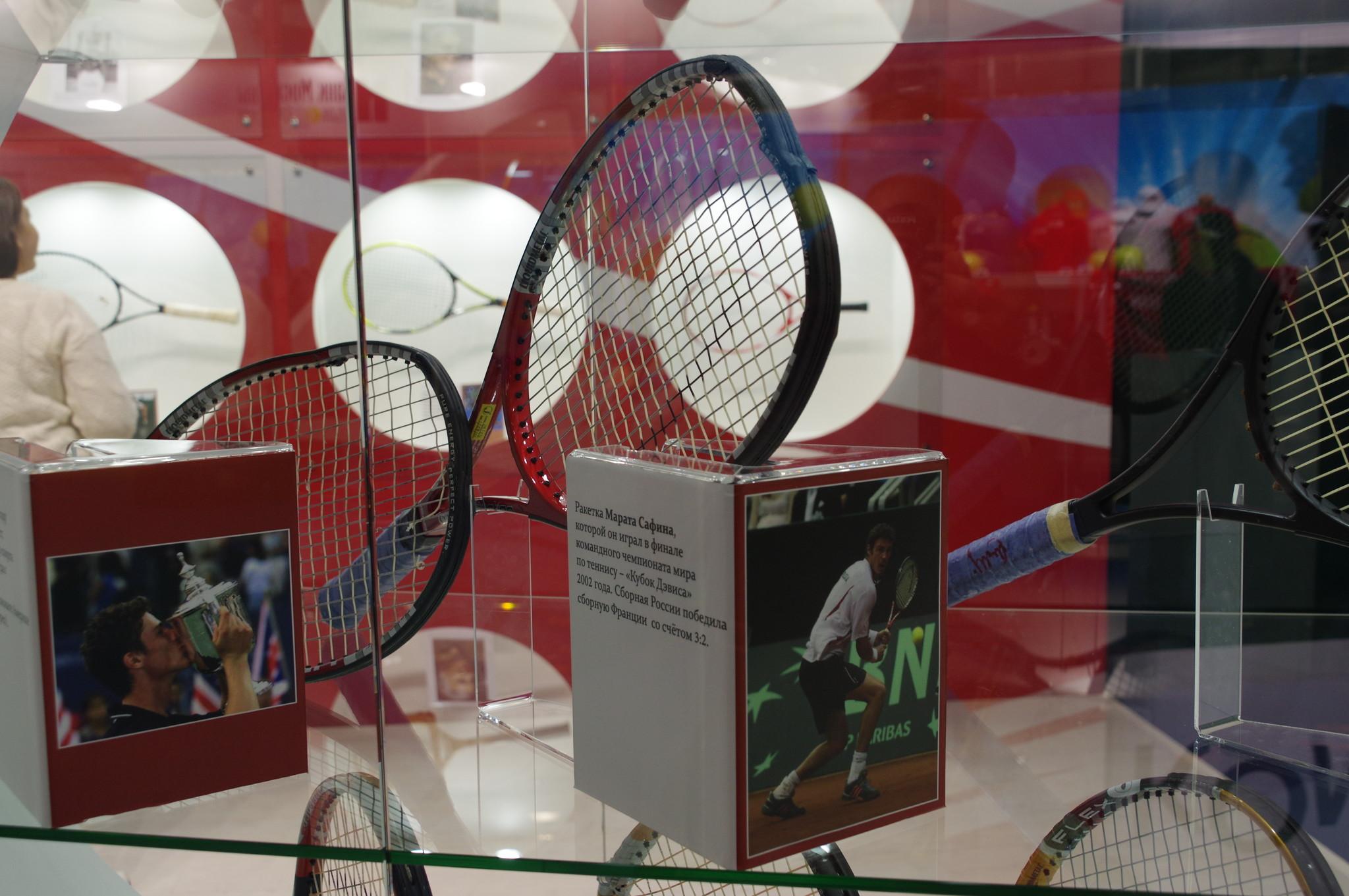 Ракетка Марата Сафина, которой он играл в финале командного чемпионата мира по теннису - «Кубок Дэвиса» 2002 года. Сборная России победила сборную Франции со счётом 3:2