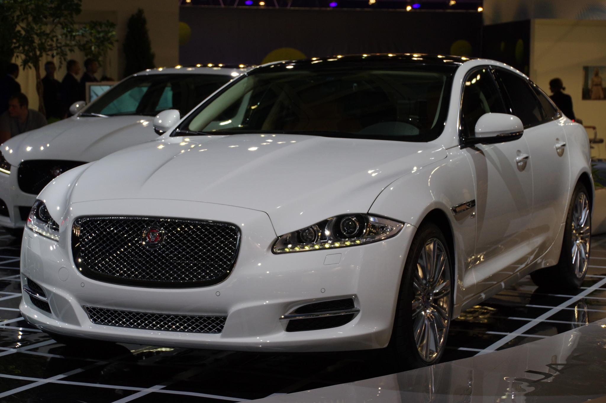 Спортивный седан бизнес-класса Jaguar XF