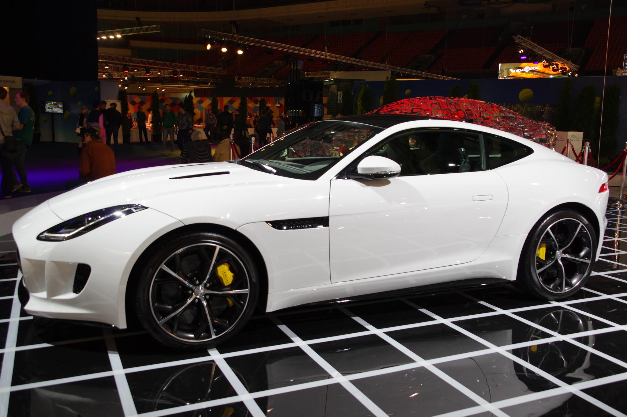 Автомобиль Jaguar F-Type купе