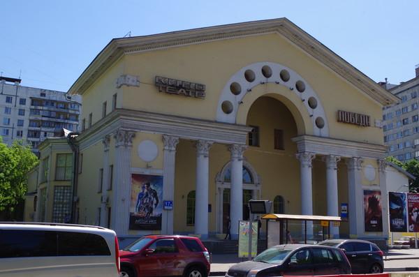 Кинотеатр «Победа» (улица Абельмановская, дом 17А) – это один из трёх типовых кинотеатров, построенных в Москве во второй половине 1950‑х по проекту заслуженного архитектора СССР Ивана Владиславовича Жолтовского