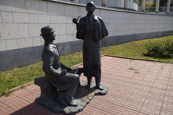 Скульптурная композиция «Шерлок Холмс и доктор Ватсон» на Смоленской набережной