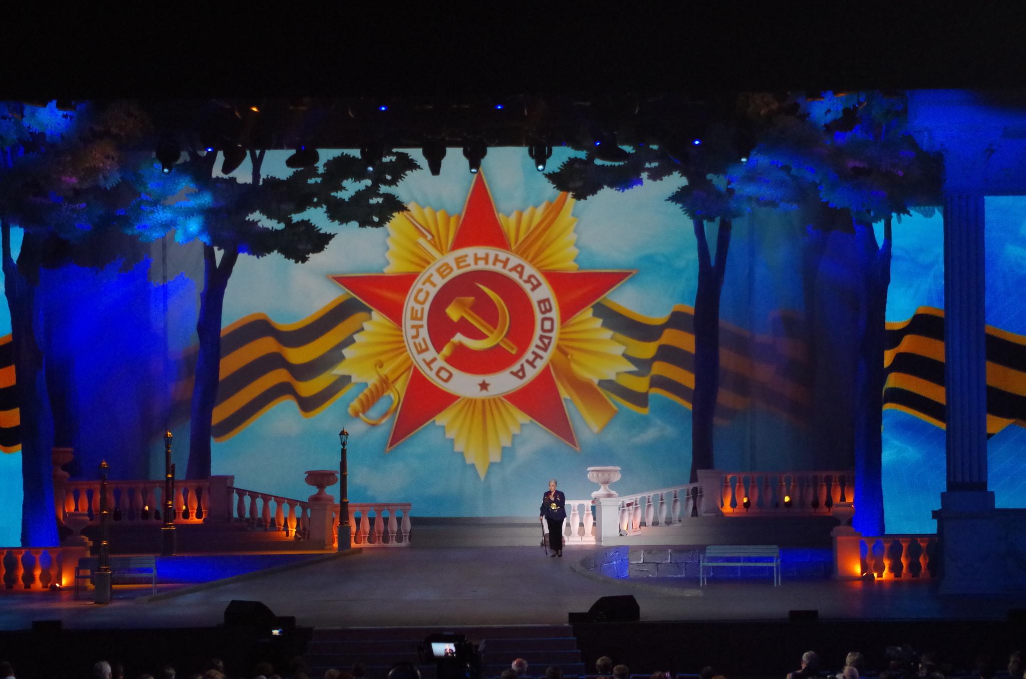 Народная артистка СССР Элина Авраамовна Быстрицкая на сцене Государственного Кремлёвского дворца