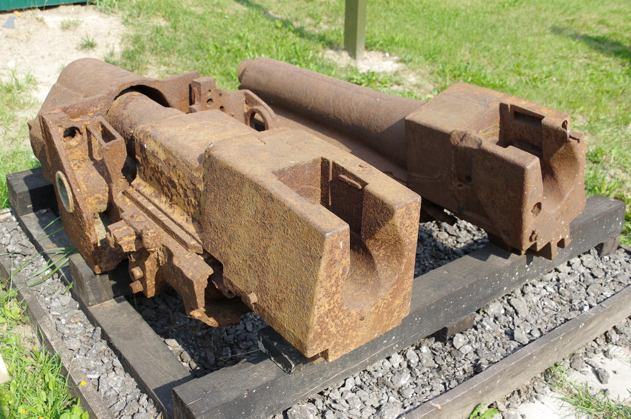 Фрагмент 76,2-мм пушки Ф-34 танка Т-34 и фрагмент 76,2-мм немецкой противотанковой пушки PaK36(r)