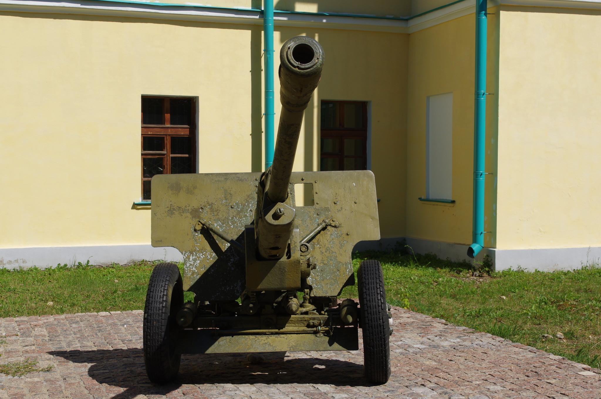76-мм дивизионная пушка обр. 1942 г. (ЗИС-3) в Дмитровском кремле