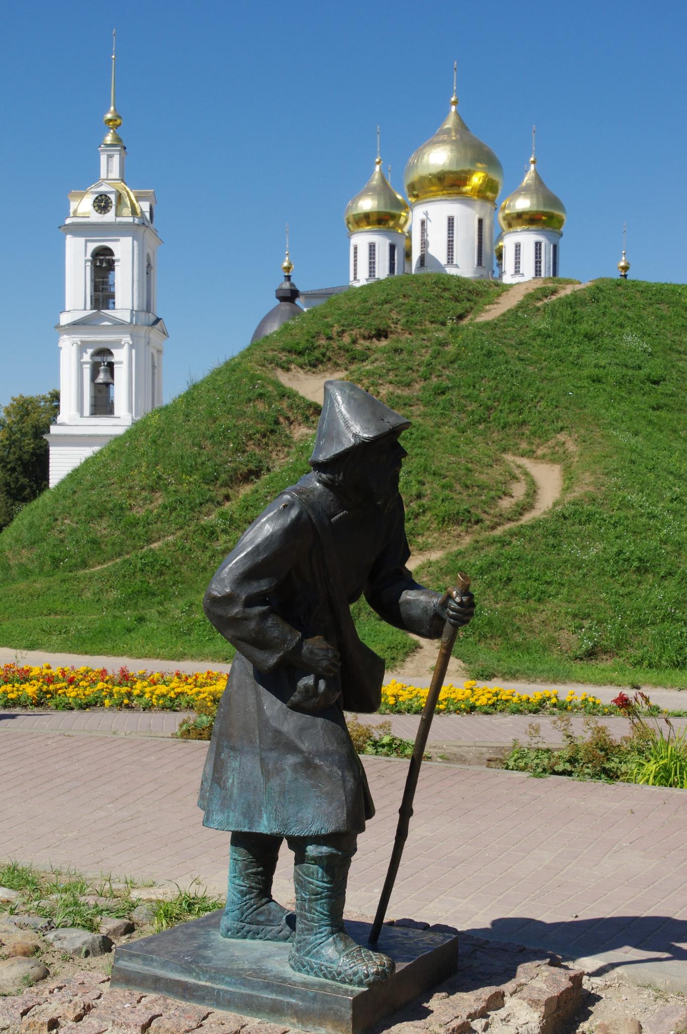 Скульптура «Паломник» в Дмитрове