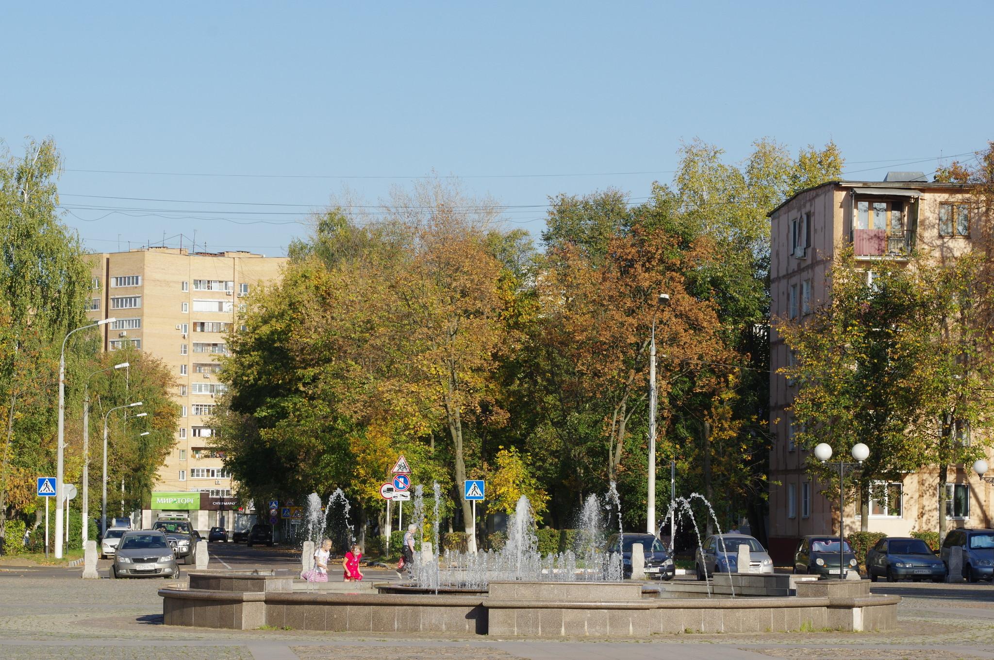 Фонтан на площади Собина в городе Долгопрудном Московской области