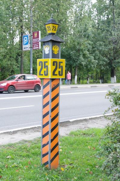 Километровые знаки, стилизованные под дореволюционные верстовые столбы в городе Одинцово Московской области