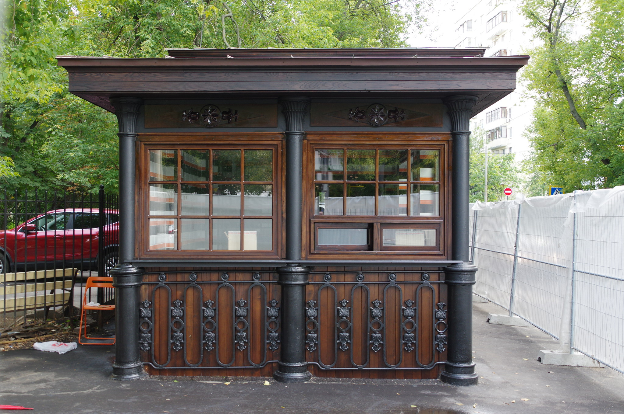 Чугунный павильон трамвайной остановки «Красностуденческий проезд»