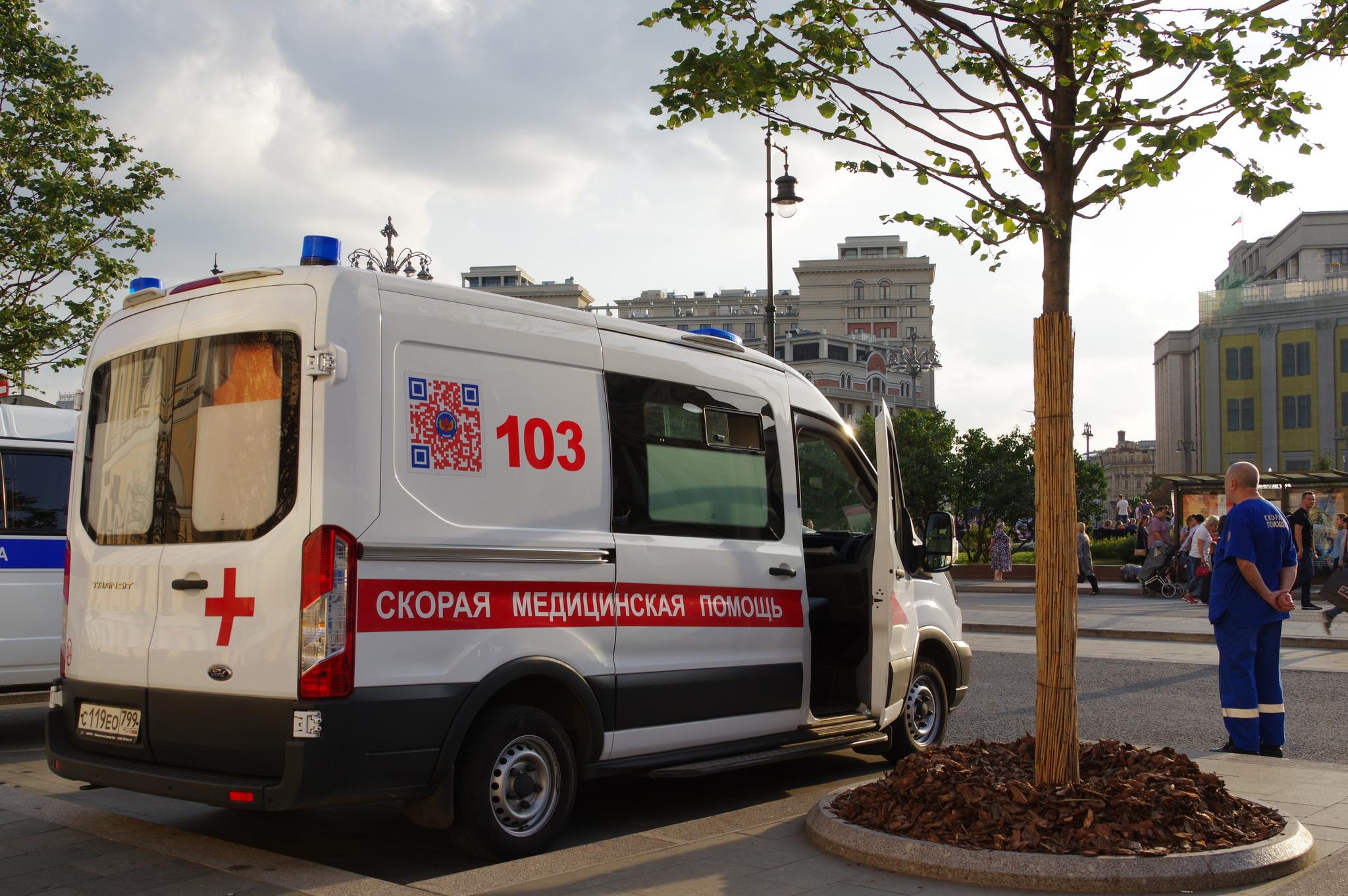 Автомобиль скорой медицинской помощи у Малого театра