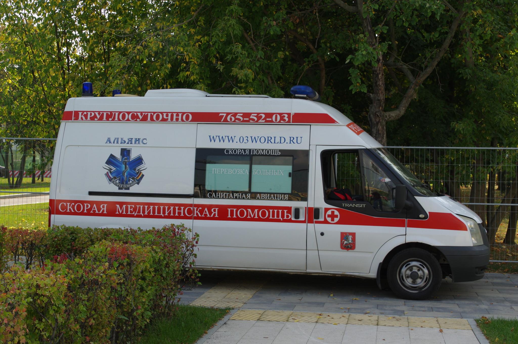 Автомобиль скорой медицинской помощи в Лужниках