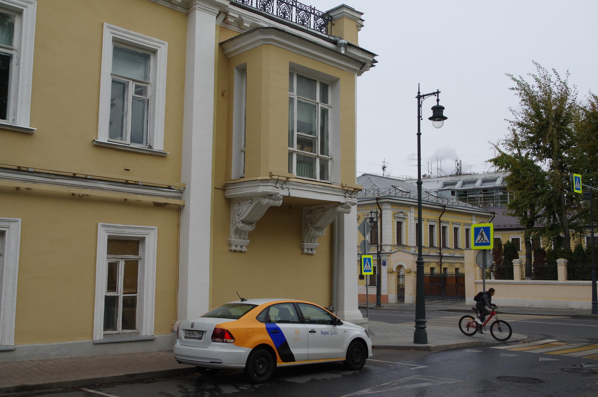 Автомобиль Московского крашенина в Чертольском переулке