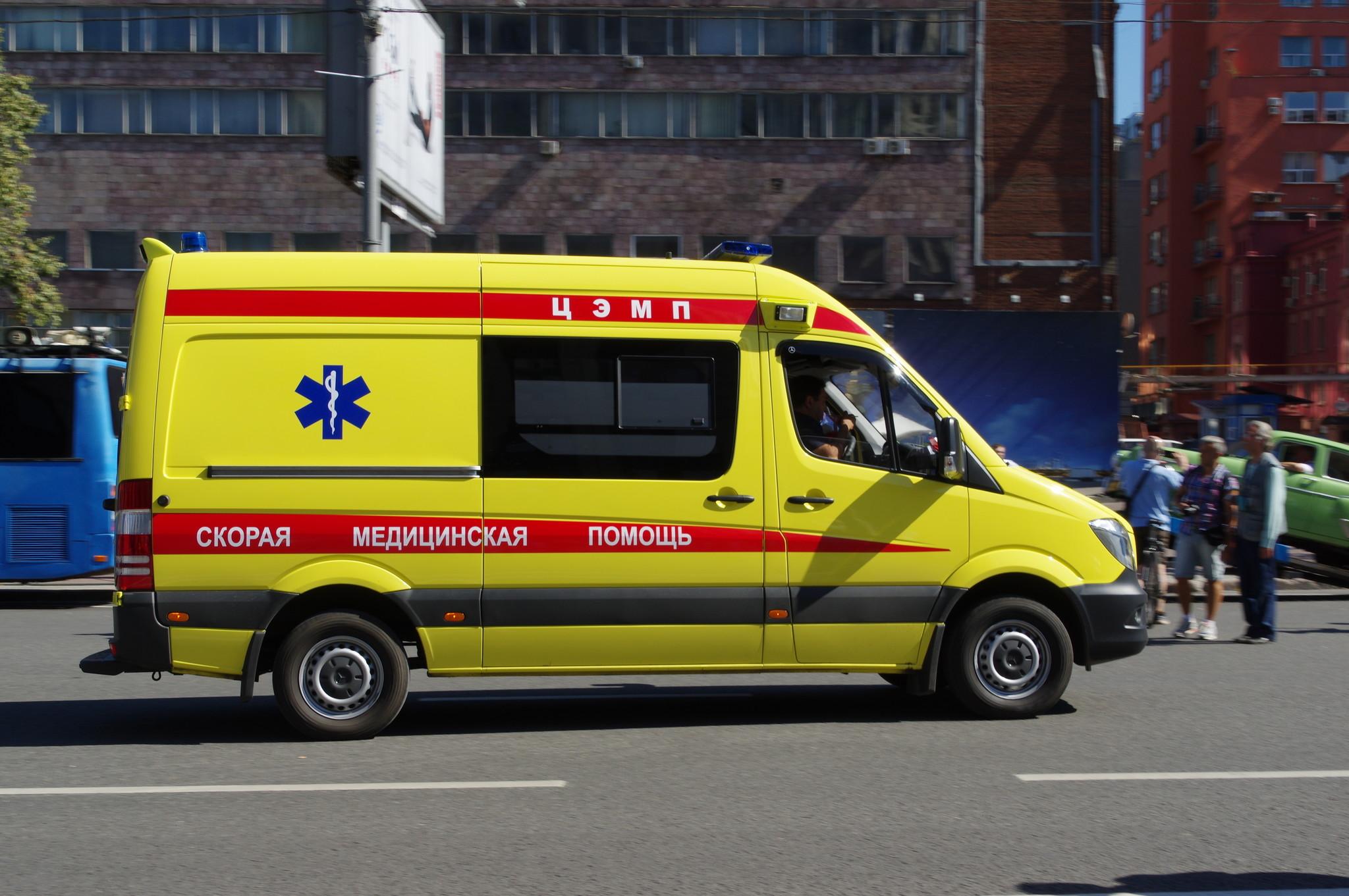 Автомобиль скорой медицинской помощи на проспекте Академика Сахарова