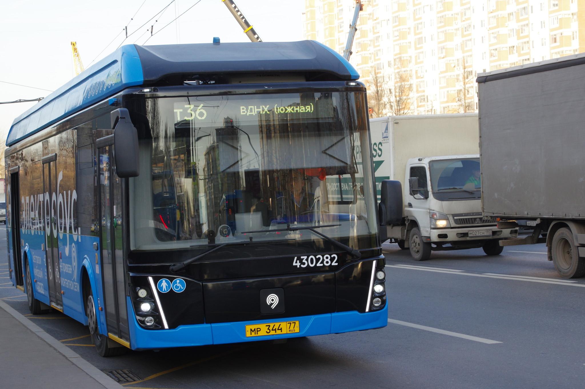 Электробус ЛиАЗ-6274 с б/н 430282 на маршруте № т36