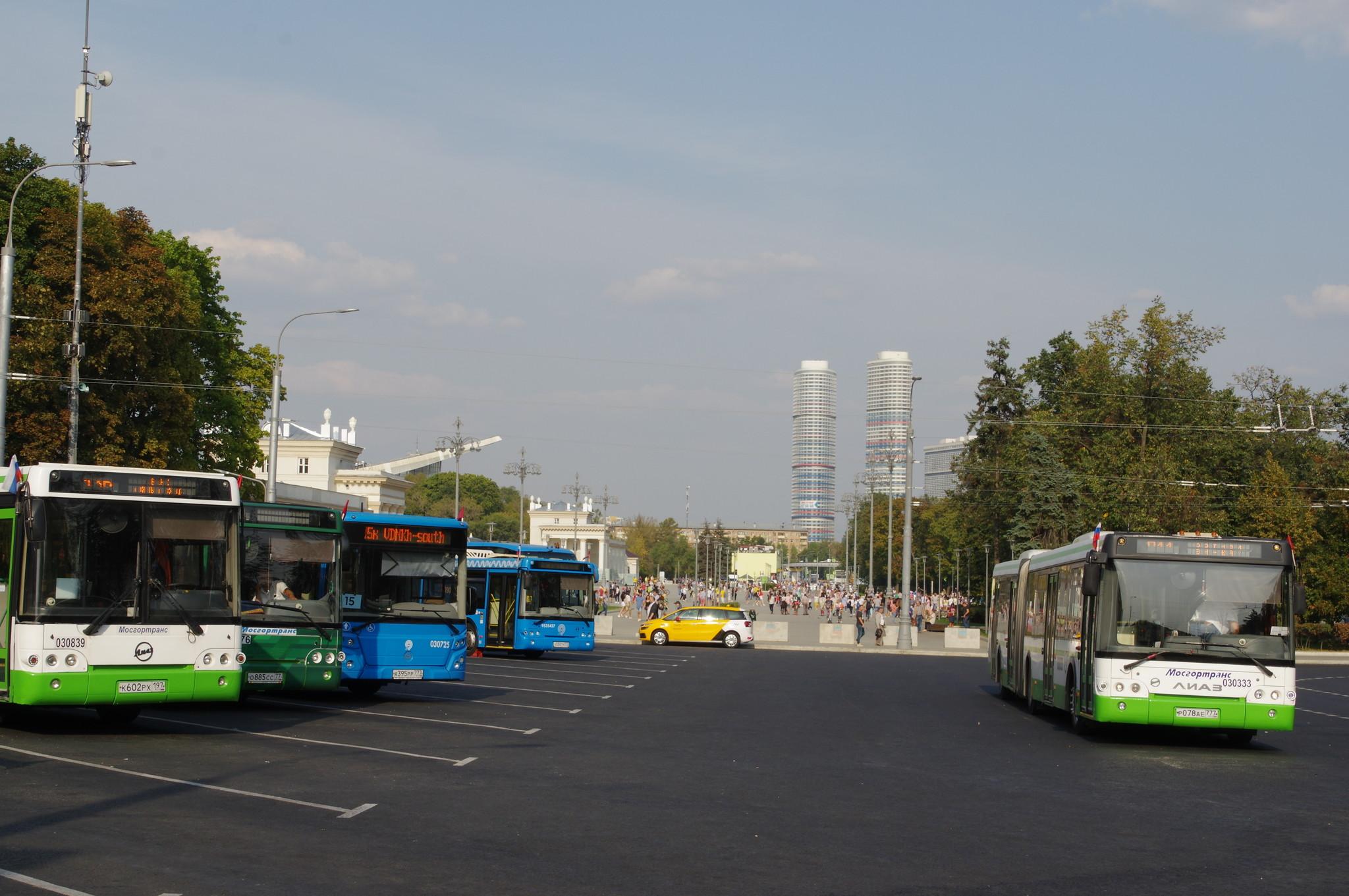Остановка общественного транспорта ВДНХ (южная) в Москве