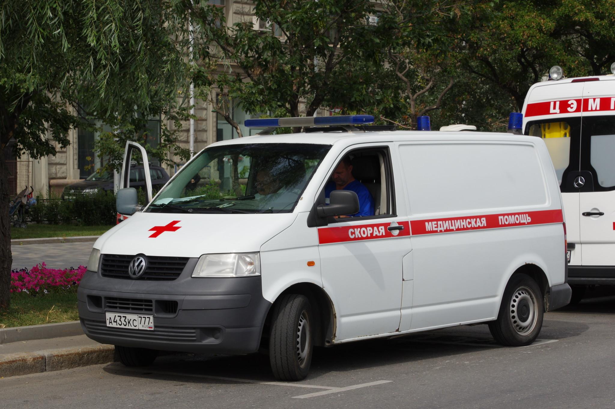 Автомобиль скорой медицинской помощи Фрунзенской набережной